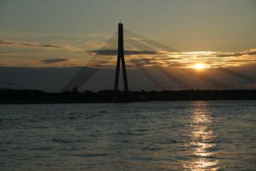 Brücke über den Fluß Daugava
